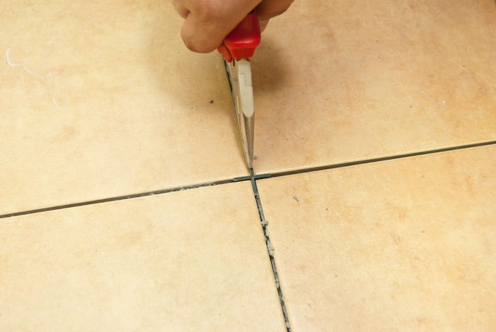 1438082566_grouting-floor-tiles56.jpg
